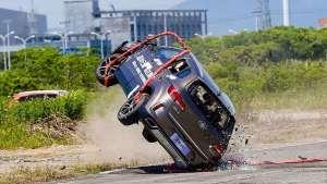 空投SUV做落地翻滚实验验证安全?流程瑕疵不该有