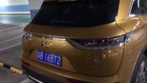 实拍:长安标致雪铁龙DS7车尾门接缝差测试