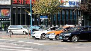 过红绿灯路口,一个小动作就知道你是不是老司机,新手学学