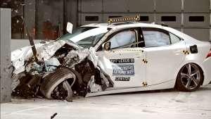 宝马3系对比雷克萨斯IS碰撞测试,买车的可以看看