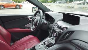 打开讴歌RDX的车门,一面运动一面复古