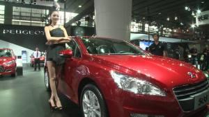 2012广州车展 标致车模上演黑白配