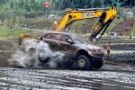 激战二十四道拐 泥浆战告捷 众泰T600车队勇夺双冠