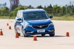 评测别克GL6家用6座MPV 刹车距离38.6米/比轿车站得稳!