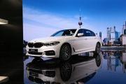 全新宝马5系Li长轴距版正式亮相上海国际车展