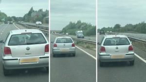 愤怒的乘客发现女司机开车玩手机发短信