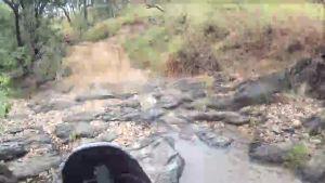 熱帶摩托車冒險 跋山涉水都是常事