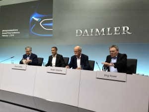 奔驰2017年销量营收利润均创新高   未来两年将投资320亿欧元