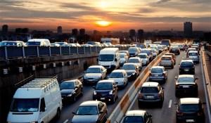 上半年车市产销低于预期 中汽协:全年降幅或超5%|汽车产经