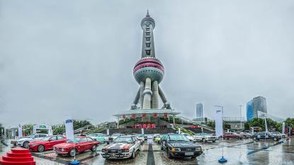 震撼!全球经典车汇集上海东方明珠