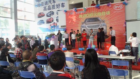 刘高升总经理和新车主交车图片