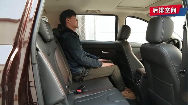 后排座椅及空间