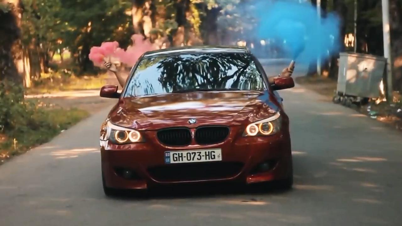 耀眼红色宝马5系E60 大秀漂移浓烟滚滚