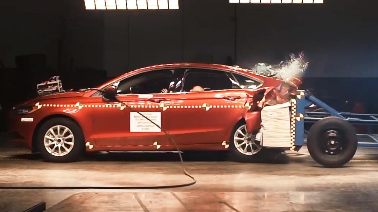 2017款福特蒙迪欧 NHTSA后侧碰撞测试
