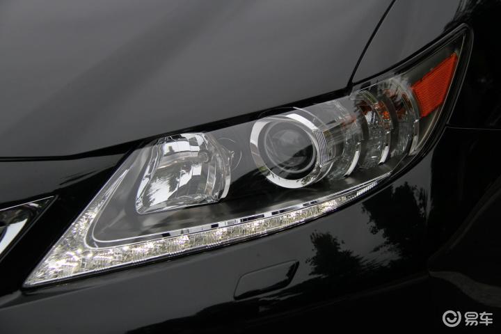 حصري لكزس اي اس 250 2013 بفئاتها وبا اللون الاسود والفضي  والداخلية البيج والسوداء